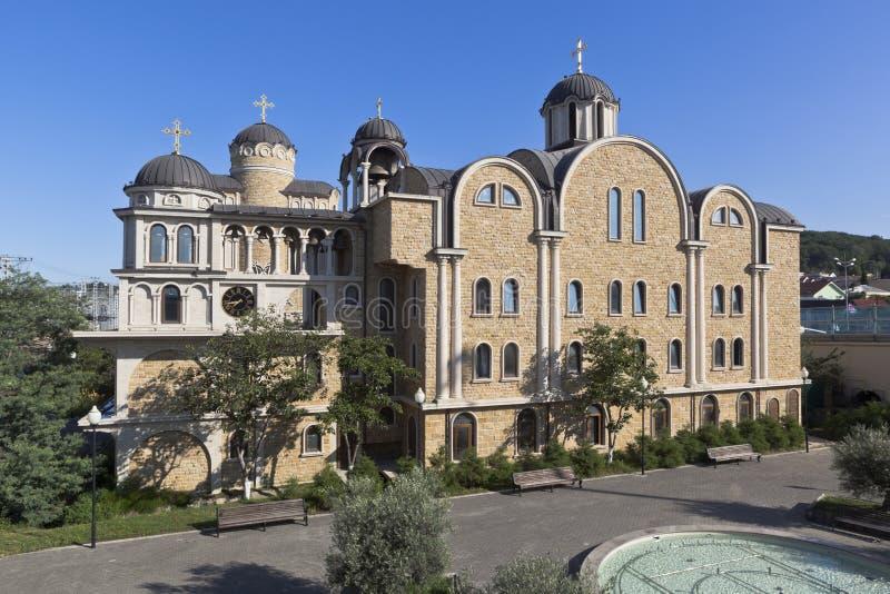 孤独的年迈的人内容的风雨棚有通告的教会的,圣圣徒Spyridon Trimifuntskogo Wonderworke 库存图片
