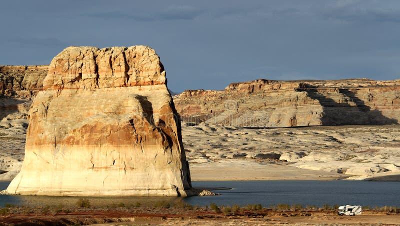 孤立岩石湖鲍威尔,犹他 库存图片