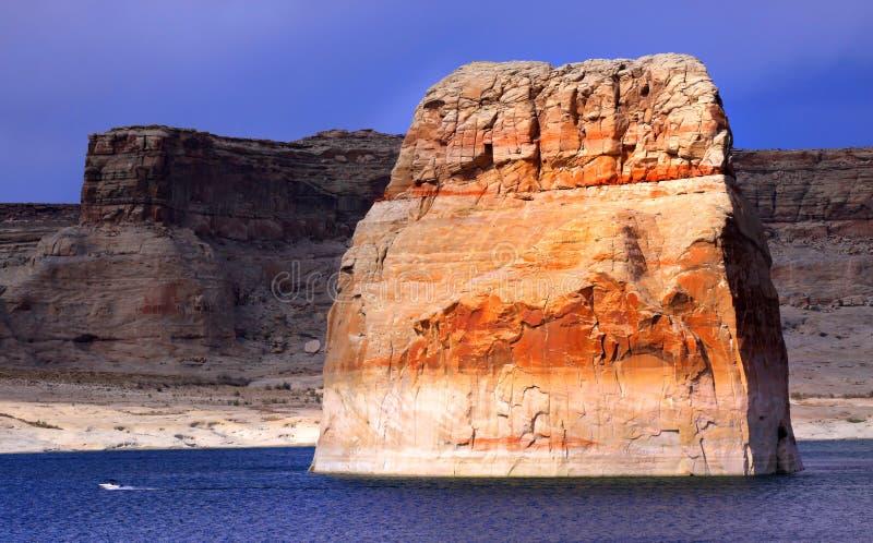 孤立岩石 免版税图库摄影