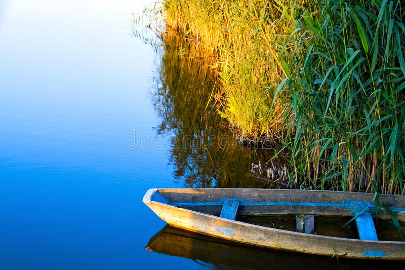 孤立的小船 库存图片