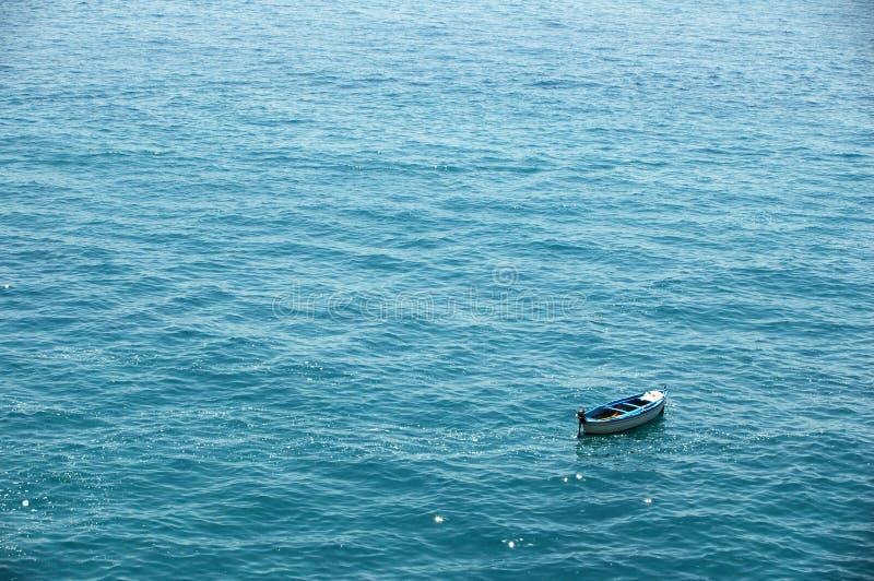 孤零零的小船 免版税库存图片