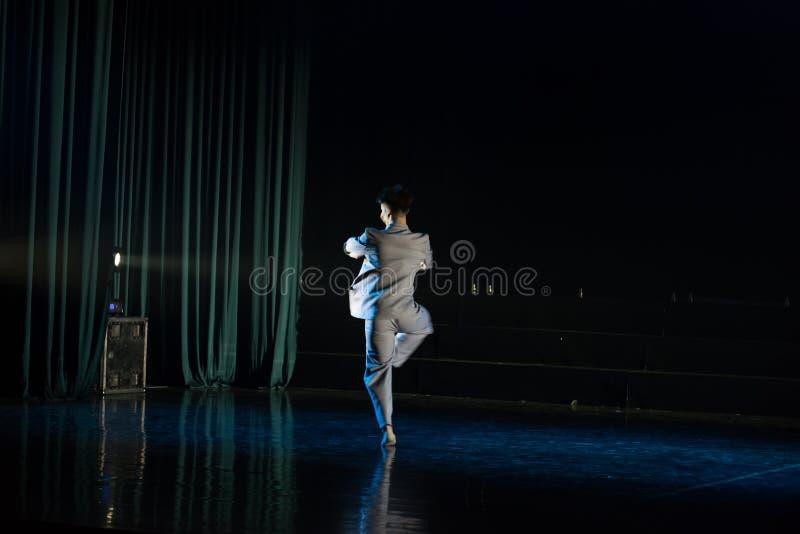 孤零零自转--舞蹈戏曲驴得到水 免版税图库摄影