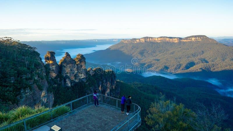 孤零零观点的登上和三个姐妹,蓝山山脉山脉,澳大利亚 免版税库存图片