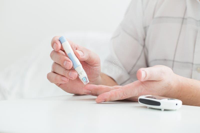 医学、糖尿病、glycemia、医疗保健和人概念 库存照片