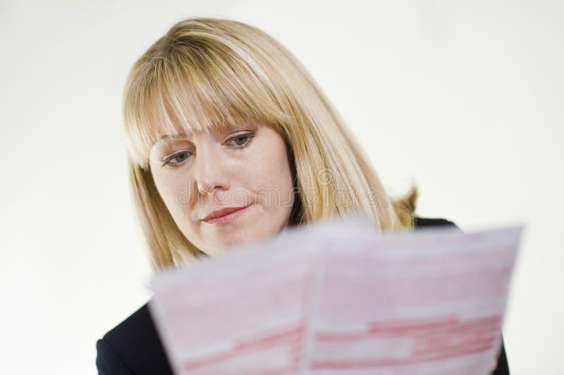 学习文书工作的财政顾问 库存照片