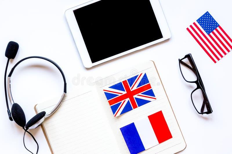 学会在网上学校概念的语言生活方式在桌上 免版税库存照片