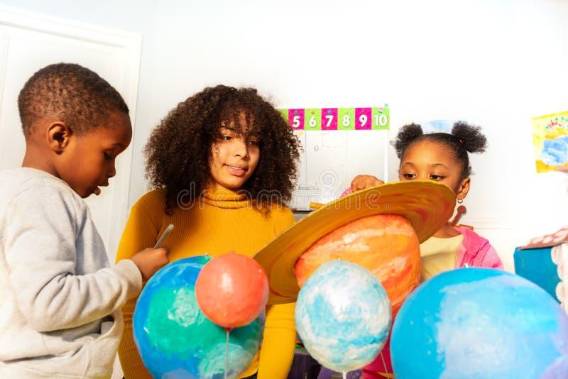 学会太阳系行星在幼儿园类的 库存图片