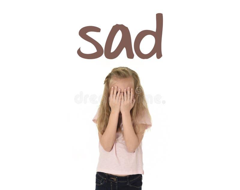 学会词汇量与词哀伤和甜年轻矮小的女小学生的英语学校卡片 免版税库存图片