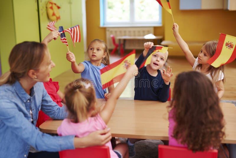 学会语言的小组孩子 库存图片