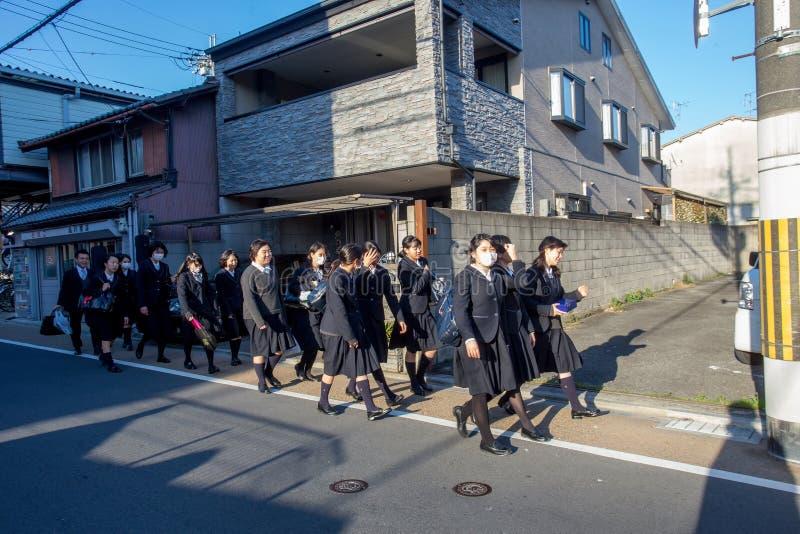 学校女孩在京都 免版税库存图片