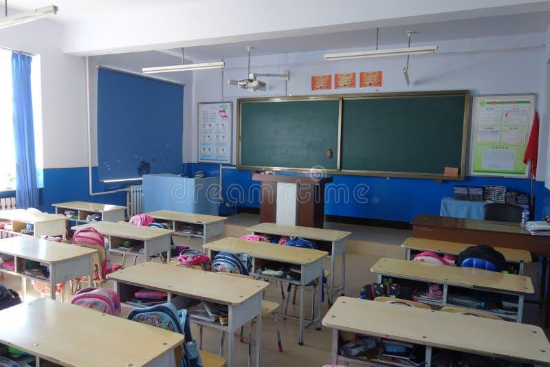 学校操场和教室 免版税库存图片
