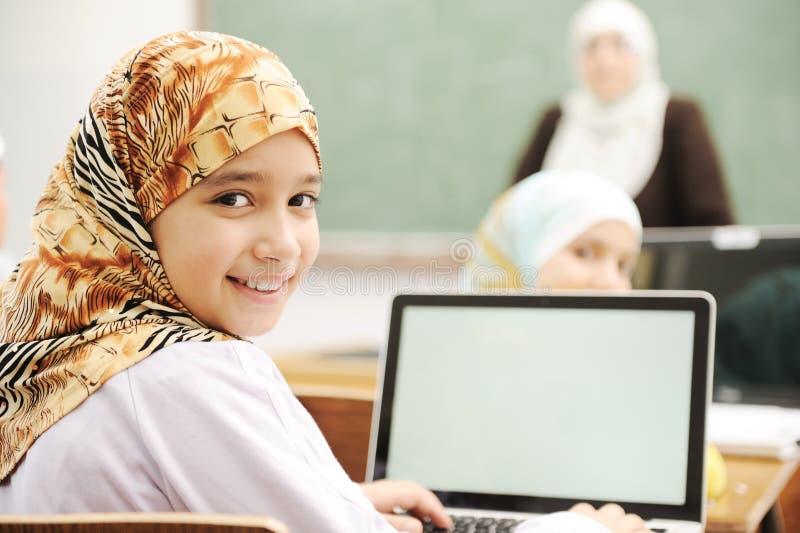学校教室的孩子 免版税库存照片