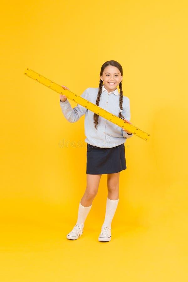 学校教育基本 集中于教育 孩子女孩努力学生喜欢学习 研究在中学 库存照片