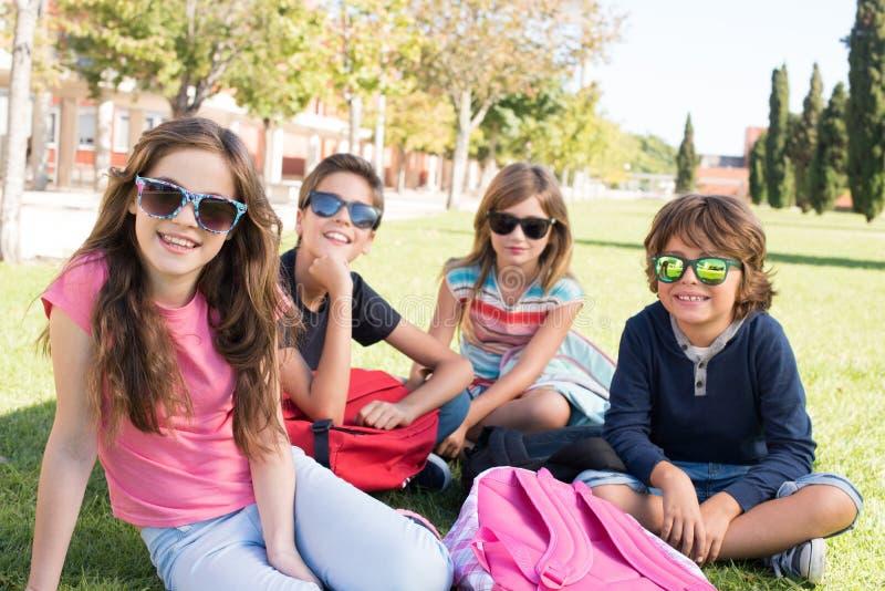学校校园的小学生 库存图片