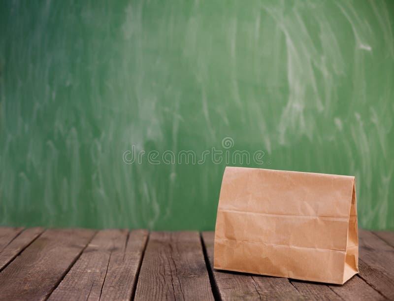 学校的午餐袋子 库存照片