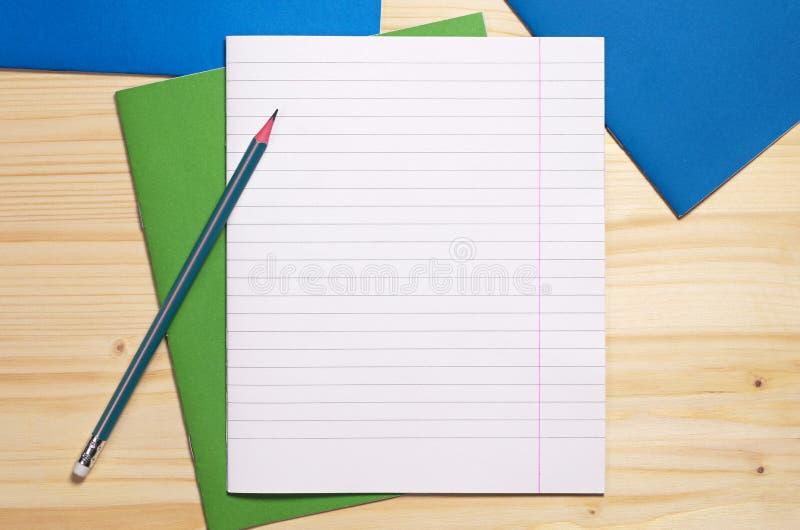 学校笔记本和铅笔 库存照片