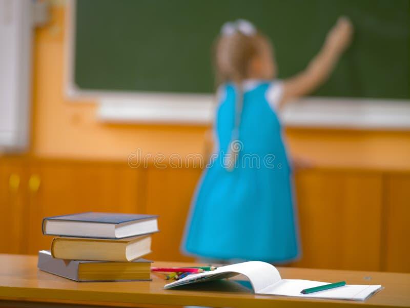 学校课程的女孩在教训 库存图片
