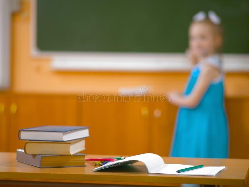 学校课程的女孩在教训 图库摄影