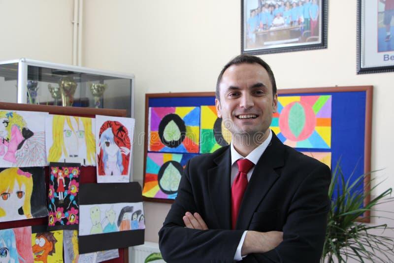 学校走廊的男老师 免版税库存照片