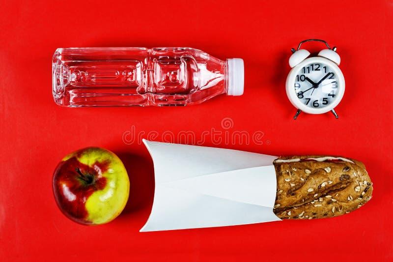 学校,快餐,健康食物概念,三明治,午餐,膳食,平的位置构成 免版税图库摄影