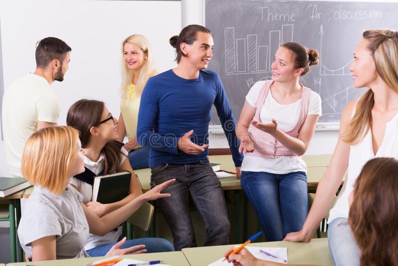 学生交谈在教室 免版税图库摄影