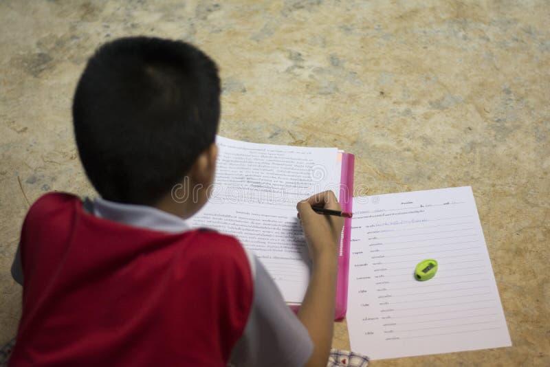 学生做着家庭作业 图库摄影