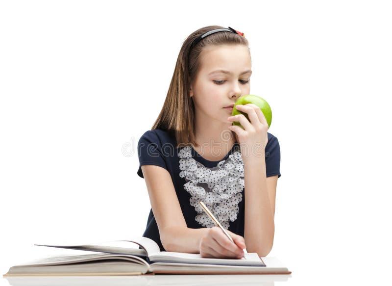 学生吃着一个成熟苹果 库存照片