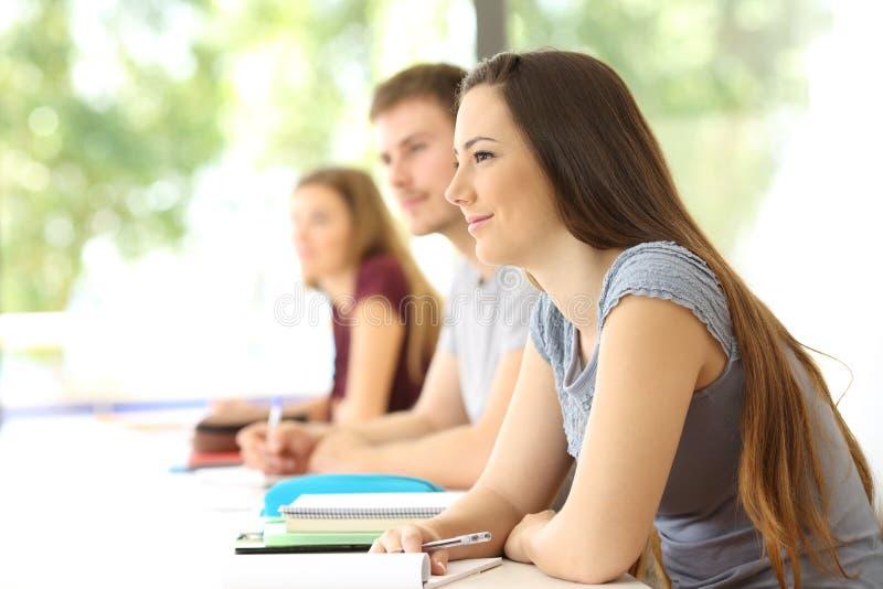 学生听的教训在教室 免版税库存图片