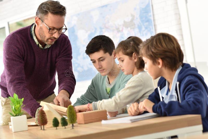 学生和老师在教室 图库摄影