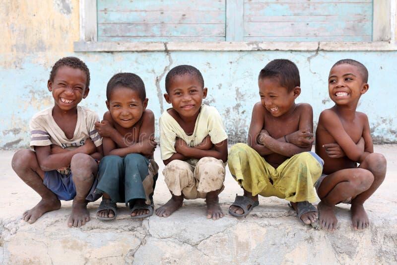 学生在小学在穆龙达瓦,马达加斯加 免版税图库摄影