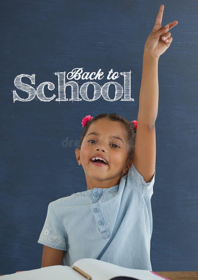 学生女孩在举手的桌上反对有回到学校课文的蓝色黑板 库存例证
