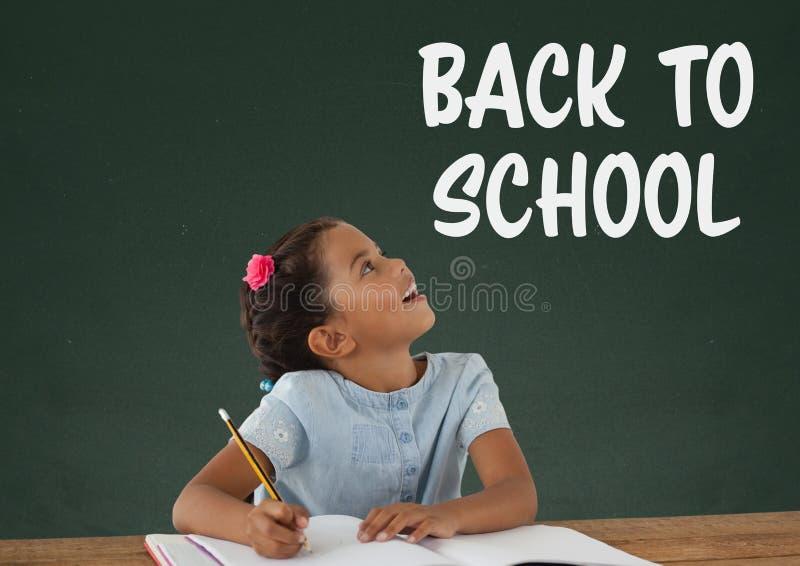 学生女孩在查寻反对有回到学校课文的绿色黑板的桌上 库存例证