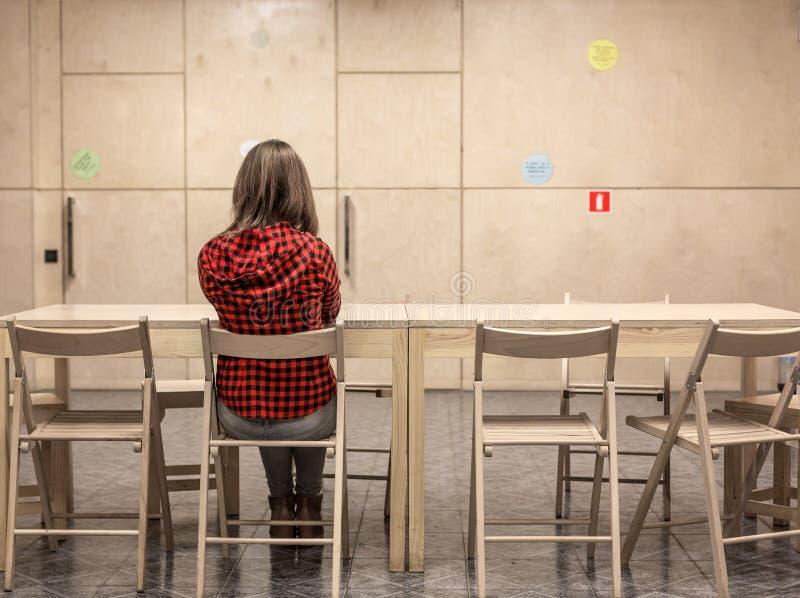 学生遇见区域和女性身体的大学 免版税库存照片