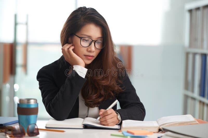 学生doig家庭作业 库存照片
