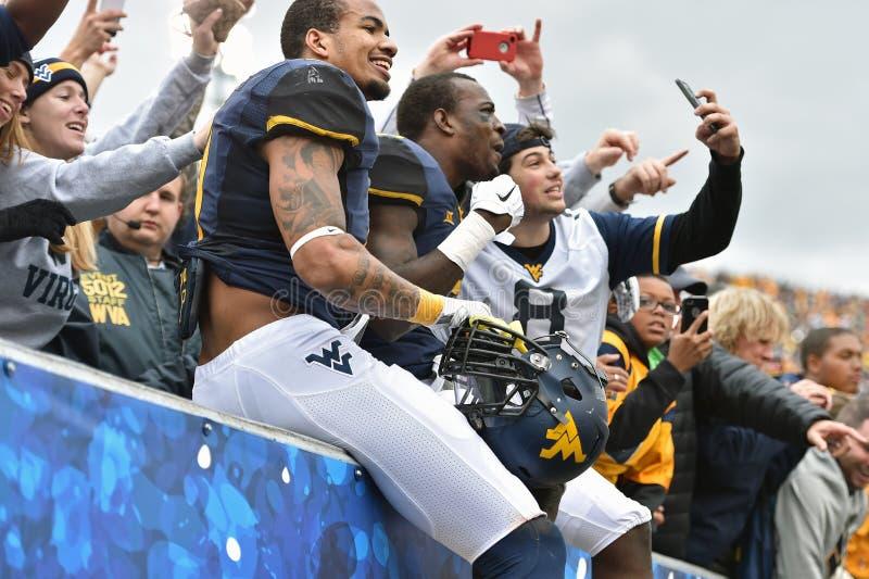 2014年学院橄榄球-庆祝胜利 免版税库存图片