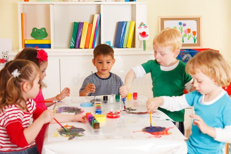 学龄前儿童在教室 库存图片