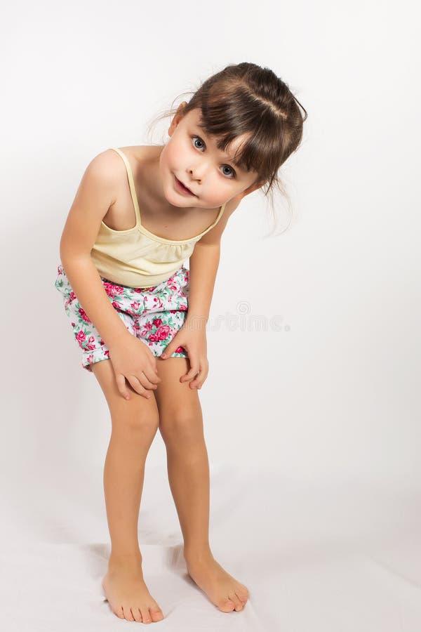 学龄前儿童女孩简而言之和无袖衫 免版税库存图片