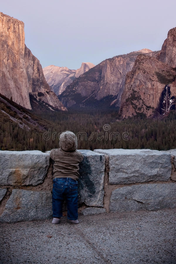 婴孩优胜美地谷地板 免版税库存照片