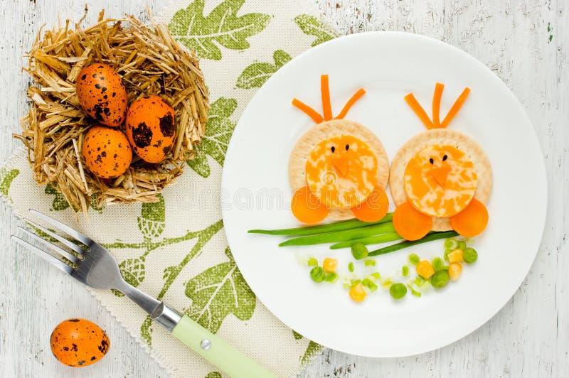 婴孩健康形状的小鸡的滑稽的想法 库存图片