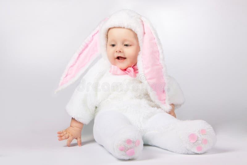 婴孩兔宝宝服装 免版税库存照片