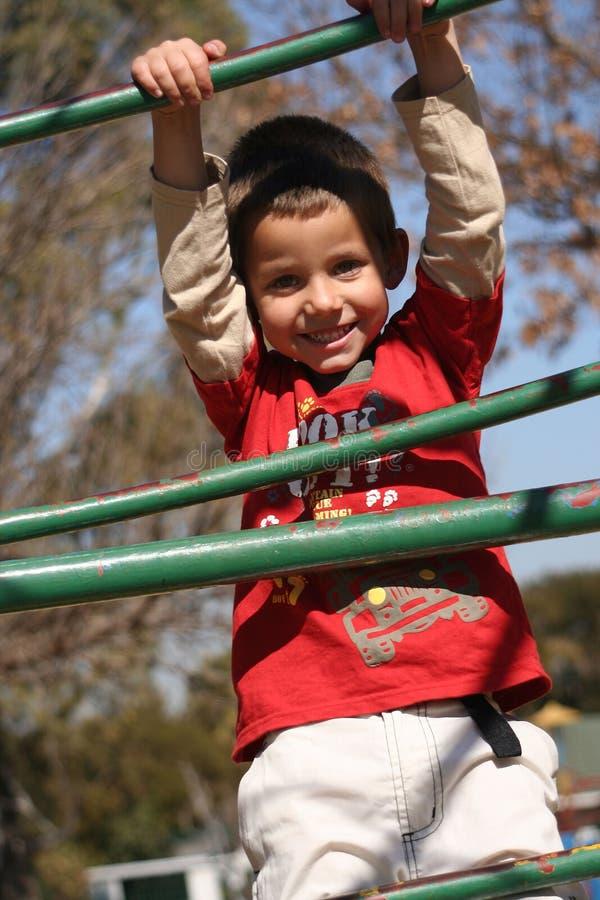 Download 孩子使用 库存照片. 图片 包括有 微笑, 乐趣, 上升, 作用, 男朋友, 愉快, 公园, 喜悦, 下滑, 子项 - 194346
