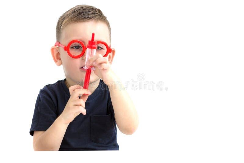 孩子做在白色背景的刺 接种 医疗概念 库存照片
