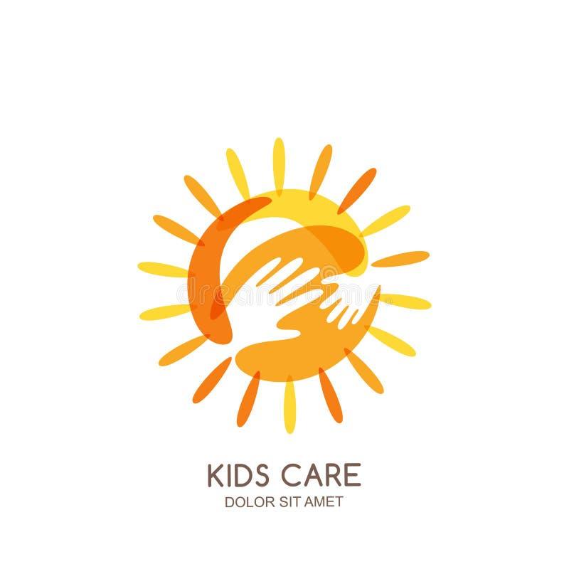 孩子关心,家庭或者慈善商标象征设计模板 与婴孩和成人的手拉的太阳递剪影 向量例证