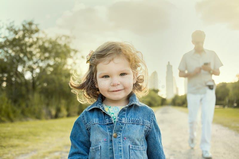 孩子和人 免版税库存照片