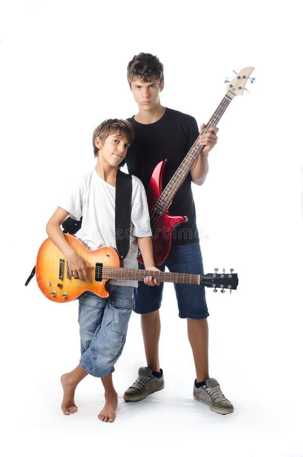 孩子和少年有吉他和低音的 库存照片