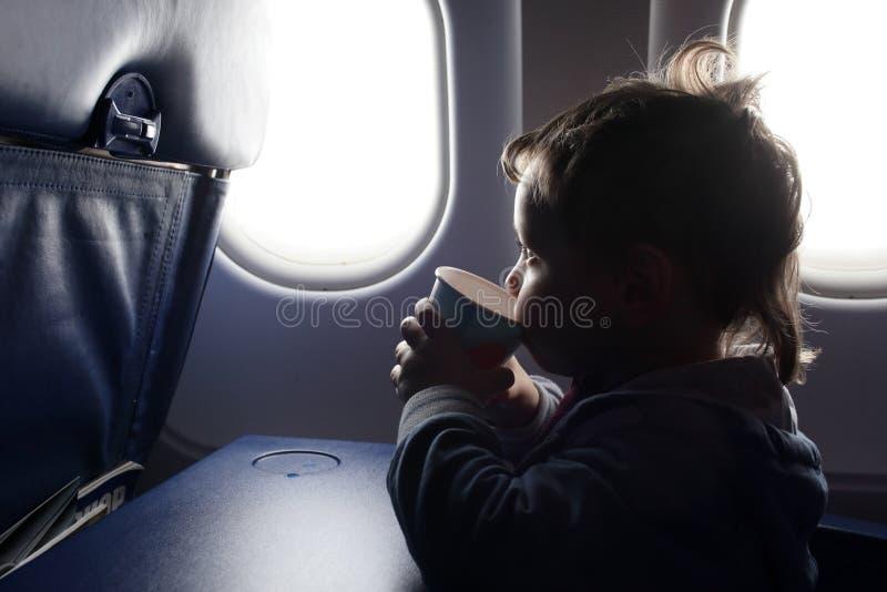 孩子喝茶 图库摄影