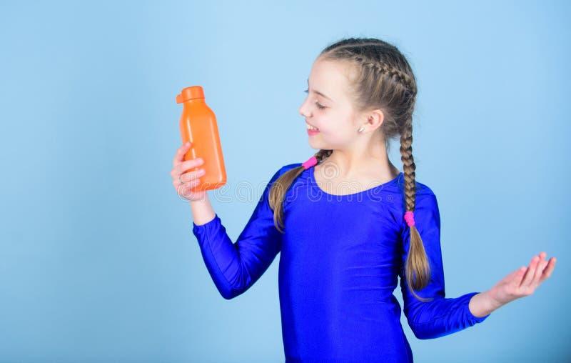 孩子在体育训练以后感觉干渴 E 水分平衡和 图库摄影