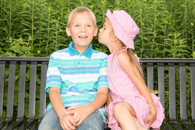 孩子在公园 库存照片