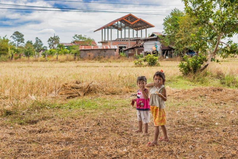孩子在Phoung Savan,老挝小村庄  库存照片