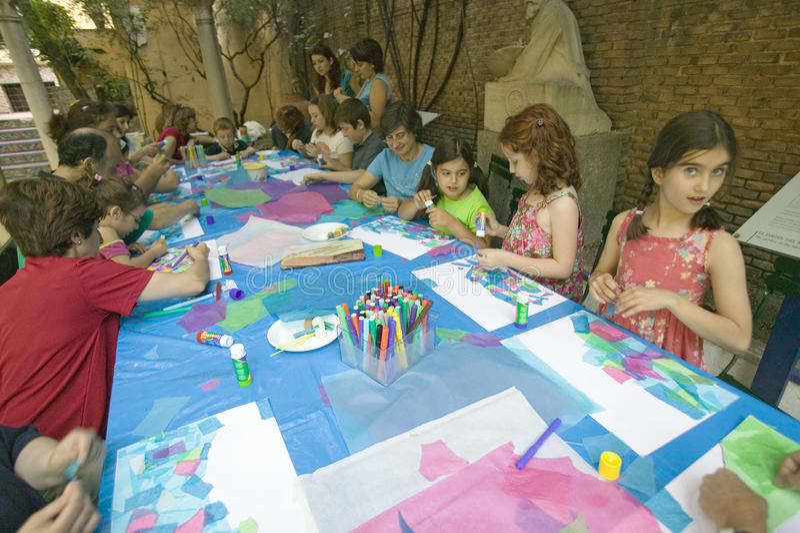 孩子在Sorolla博物馆绘在马德里,西班牙 图库摄影